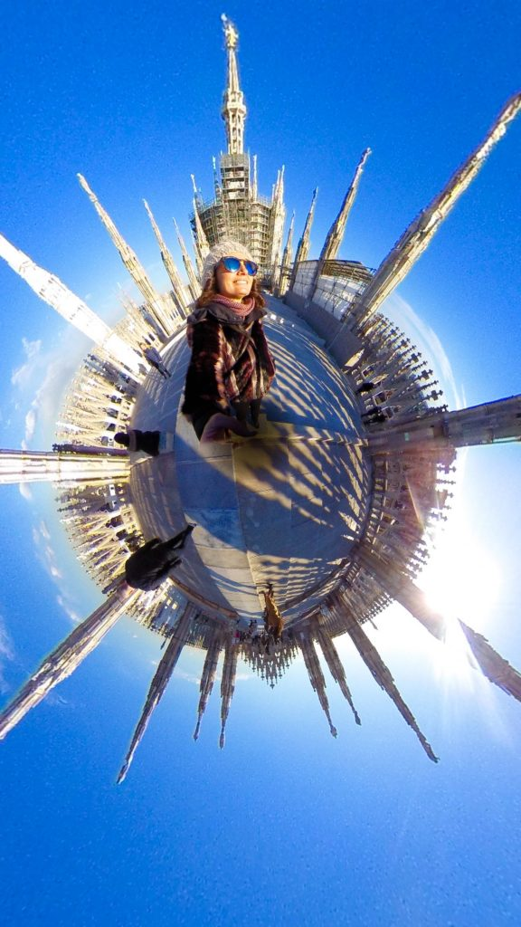 un selfie al Duomo di Milano in formato LIttle Planet
