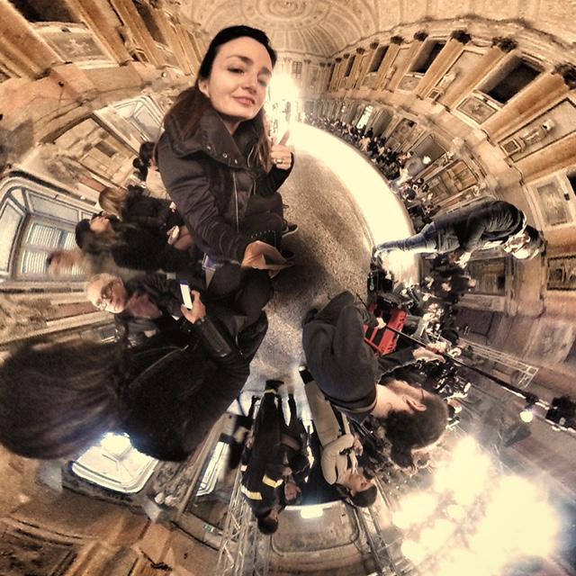 Una foto dell'autrice dell'articolo scattata con la Insta360Nano scatta in modalità Little Planet